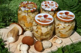 2017food_canned_mushrooms_in_jars_on_a_cutting_board_with_fresh_117436_10